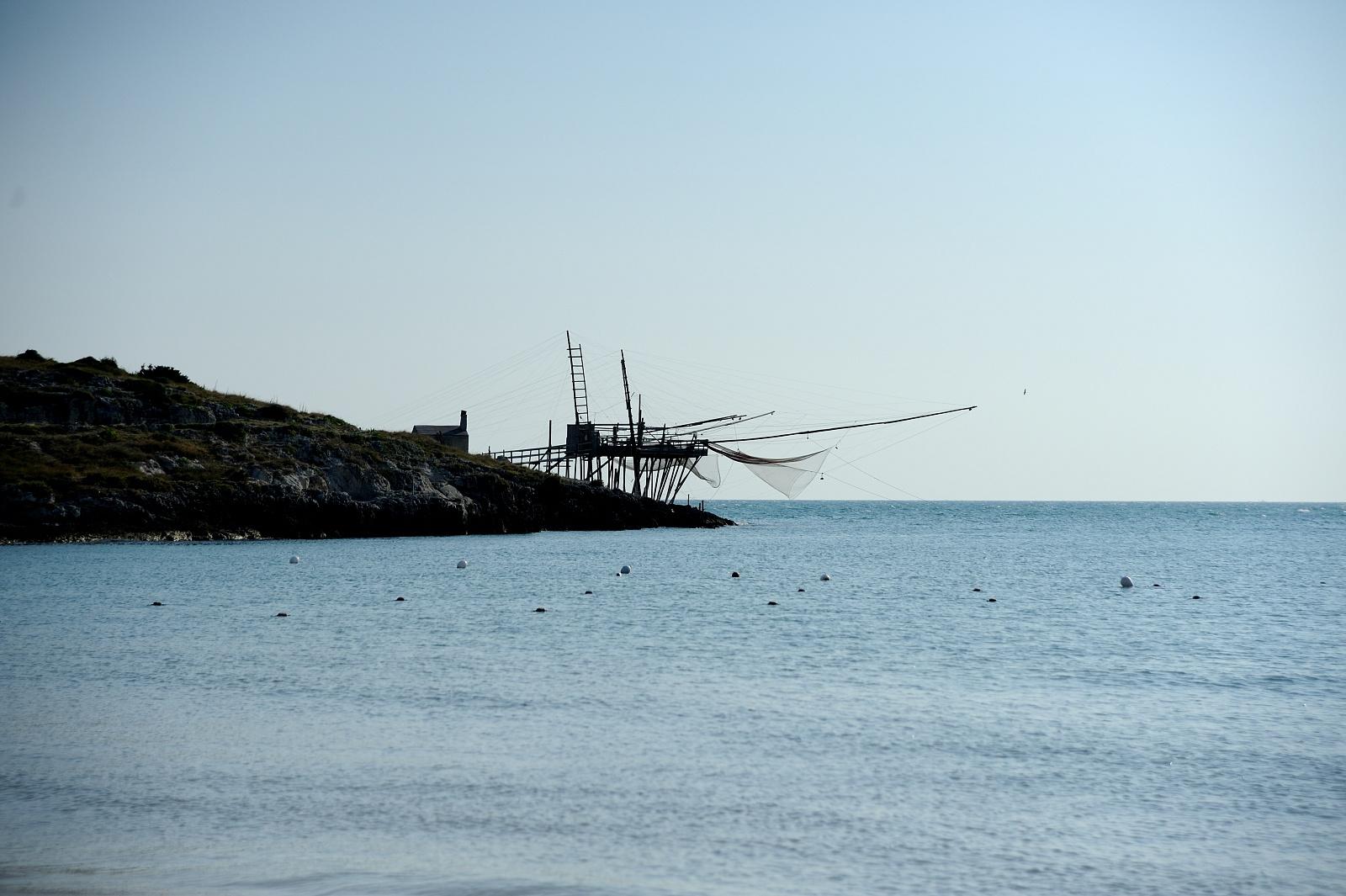 Trabucco visibile dalla spiaggia Calamolinella