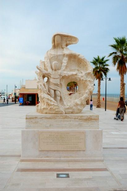 Gargano - Rodi Garganico - Statua della Madonna della Libera