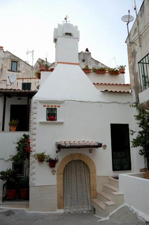 """Gargano - Rodi Garganico - Quartiere """"Il vuccolo"""" e una sua tipica abitazione"""
